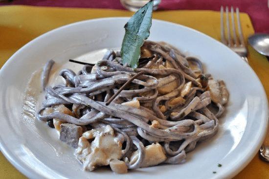 pappardelle_porcini_mirtilli_ristorante_cassano_milano